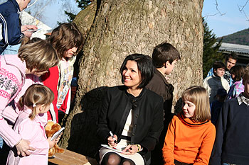 The children were able to get to know Anna Netrebko in a relaxed setting - Photo: Norbert Kössler