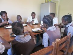 An SOS family having lunch after school (photo: SOS archives).