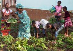 An SOS family in the garden (photo: SOS archives).
