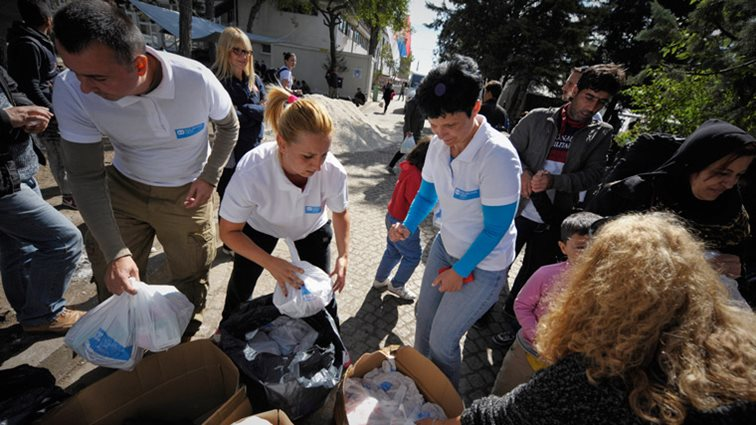 SOS co-workers providing urgent aid to refugees in Serbia