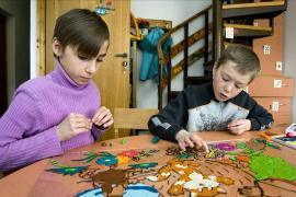 Creating a piece of art, SOS Children's Village Borovljany - photo: Benno Neeleman