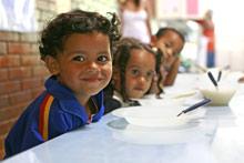 Mealtime at SOS Children's Village São Bernardo do Campo - Photo: SOS Archives