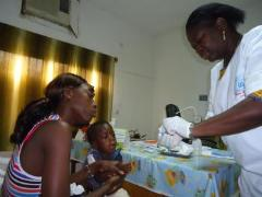 A local mother and her child attend the SOS Medical Centre (photo: SOS archives)
