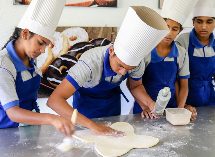 Bakers at the VTC in Monaragala. Photo: Leonora Barclay