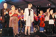 UNICEF Dir. Carol Bellamy and Rigoberta Menchu at the 'Change the World with Children' concert - Photo: SOS Archives