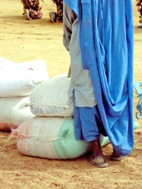 Grain sacks were also part of the relief goods distributed in Mali - Photo: SOS Archives