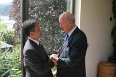 President Helmut Kutin greets Truong Phuong - Photo: A. Gabriel