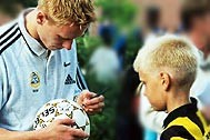 Finnish national team player Mikael Forssell visiting the SOS Children's Village Tapiola - Photo: SOS Archives