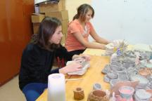 Dina and her best friend at pottery class (Photo: SOS Archives)