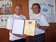 Kasey Keller receives his ambassador's certificate from Georg Rodenbach - Photo: H. Linnehan