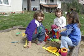 Playing outside, SOS Children's Village Trjavna - photo: Rossen Kolarov