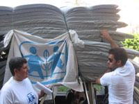 SOS social workers and volunteers are distributing mattresses - Photo: SOS Archives