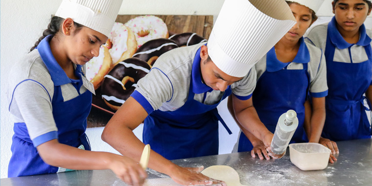 Bakers at the VTC in Monaragala. Photo: Leonora Barclay.