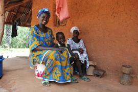 Family-strengthening programme Canchungo - photo: C. Ladavicius