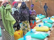 Distribution of monthly food rations to families in Tahoua (in total 20 tonnes per month) - Photo: SOS Archives