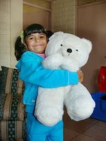 Girl with her favourite teddy (photo: F. Espinoza)