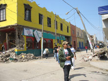 One of the streets of Pisco after the quake - Photo: SOS Archives