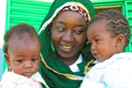 SOS mother from N'Djamena with two of her children - Photo: B. Neelemann