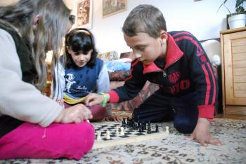 Playing chess at home (photo: K. Ilievska)