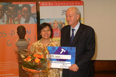 Witnowati with President Kutin at the awarding ceremony - Photo: SOS Archives