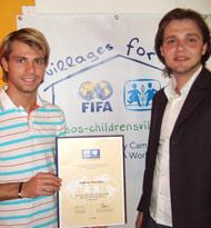 Andreas Ivanschitz (left) and Denis Djulic (SOS Austria) - photo: H. Linnehan