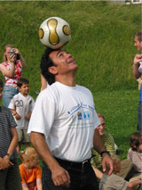Hugo Sanchez at the SOS Children's Village Ammersee in Germany in 2006 - Photo: H. Linnehan