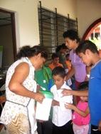 Children receive a snack at the temporary school in Santa Ana/El Salvador - Photo: SOS Archives