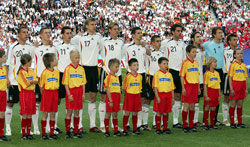 The German national team with escort kids before the opening match - Photo: GES Sportfoto