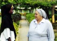 Sister Leonella with nursing student - Foto: H. Atkins