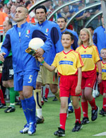 Escort kids wearing <I>6 villages for 2006</I>-t-shirts at the FIFA World Cup (Italy vs USA) - Photo: A. Staccioli
