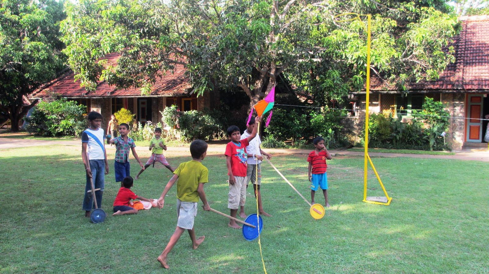 Model Hooker Anuradhapura