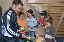 Steffen Hofmann with his enthusiastic fans at Imst - Photo: W. Kehl