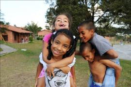 Siblings playing in the garden, SOS Children's Village Rionegro - photo: Barbara Mair