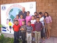 Group picture with children from SOS Children's Village San Vicente - Photo: F. Villatoro