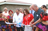 Cutting the opening ribbon with Martha Lopéz - Photo: A. Gabriel